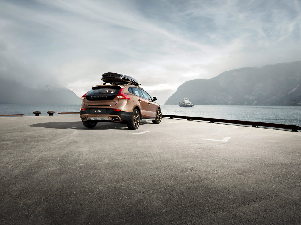 Экстерьер Volvo V40 Cross Country 2013